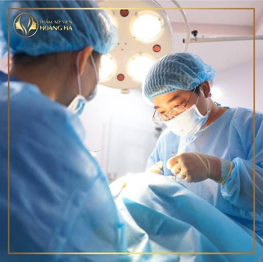 Trải nghiệm dịch vụ tại Dr Hoàng Hà, khách hàng sẽ được trực tiếp ThS. BS Nguyễn Hoàng hà thăm khám, đo vẽ, dựng pháp đồ điều trị và thực hiện 100% các ca phẫu thuật tại Thẩm Mỹ Viện Hoàng Hà.