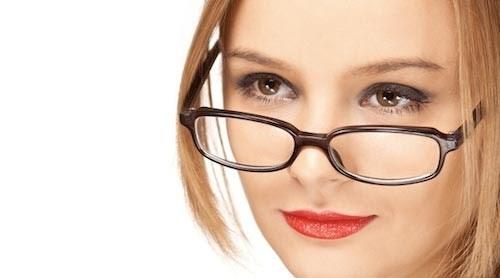 Tuyệt đối không nên đeo mắt kính sau khi nâng mũi vài tuần