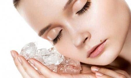 Đá lạnh có thể giúp vết thương bớt sưng và bầm tím